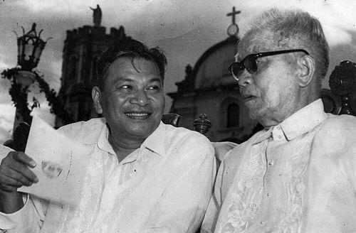 Pres. Ramon Magsaysay and Emilio Aguinaldo at Barasoain, Malolos, Sept 15 1956_opt