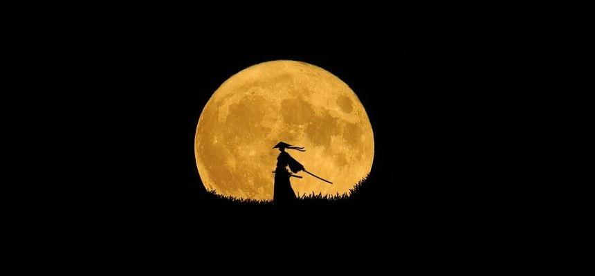 alone Japanese warrior, a warrior holding a samurai, full-moon background
